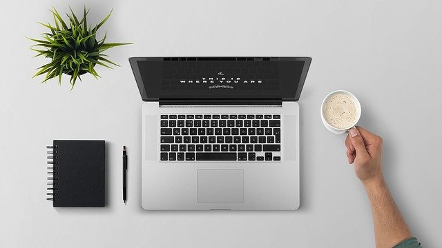 Computere og IT-udstyr på budget